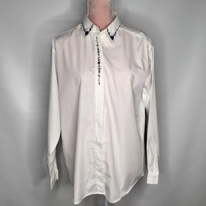 Tabi white dress shirt with adorable embroidery